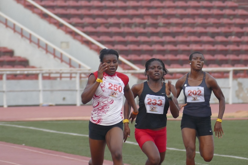 Chinenye Chukwu (Centre) shrugged off the loss of her father a few days before the auditions to win the women's 400m.