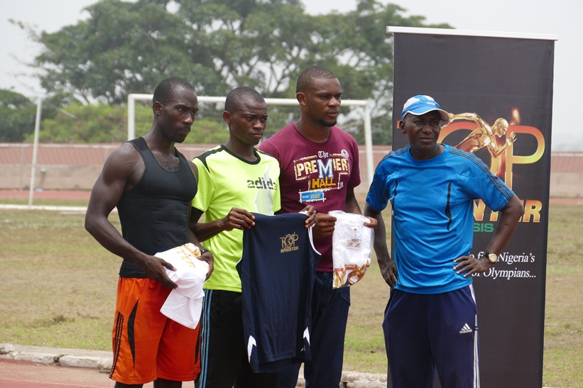 Coach Uruemu Adu presented the Top 3 in the 400m with their Top Sprinter t-shirts