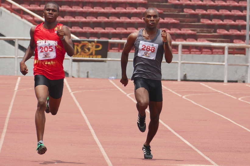 Precious Moses (Left) won the men's 400m race effortlessly.